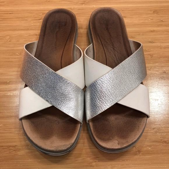 95674259d99 *2 for $5* Used UGG Kari Silver Slides sz 9
